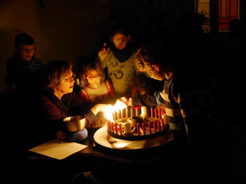 8 Kerzen konnten die Kinder anzünden